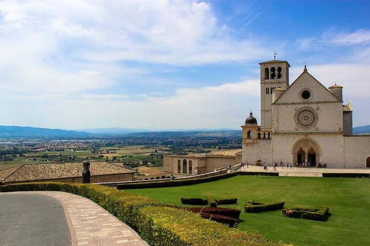 NICE VACATION RENTAL 4KM FROM ASSISI -B