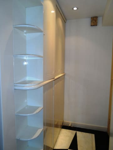 Nice room with private washroom with LIFT(w9d)