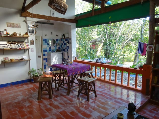 Spacious flat closed to the beach - Ko Chang - Leilighet