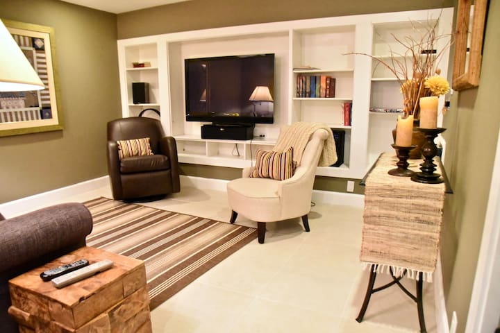 TV/Living Rooms