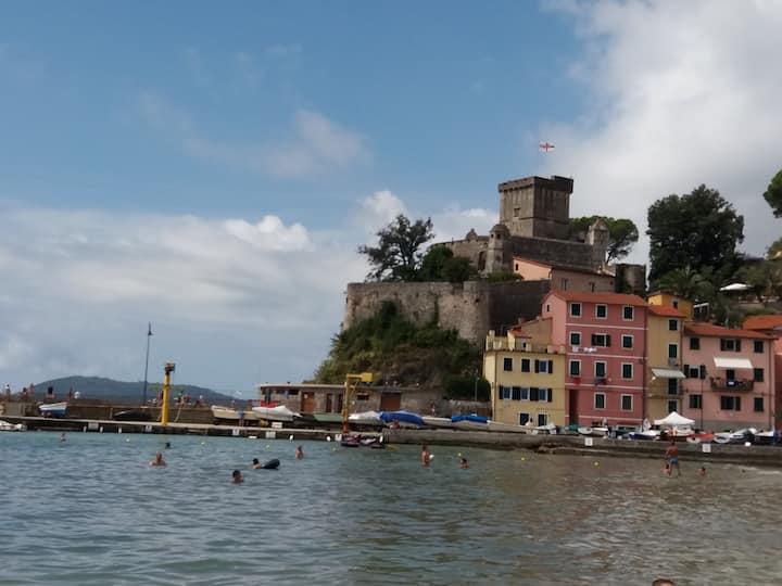 Casa Patella con ombrellone- spiaggia San Terenzo