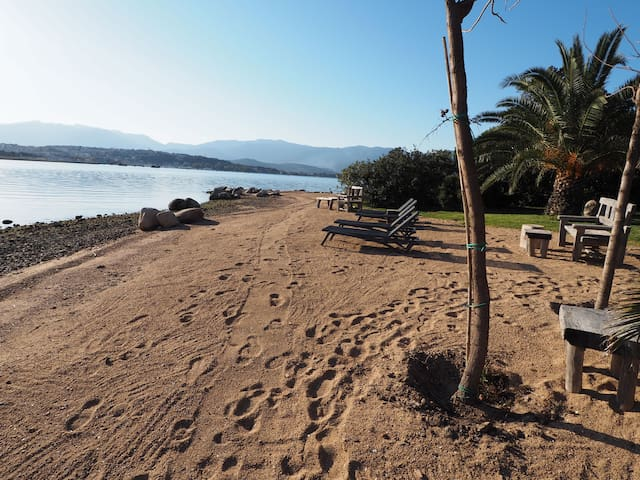 Waterfront, charming, rare view, 2 pools, beach