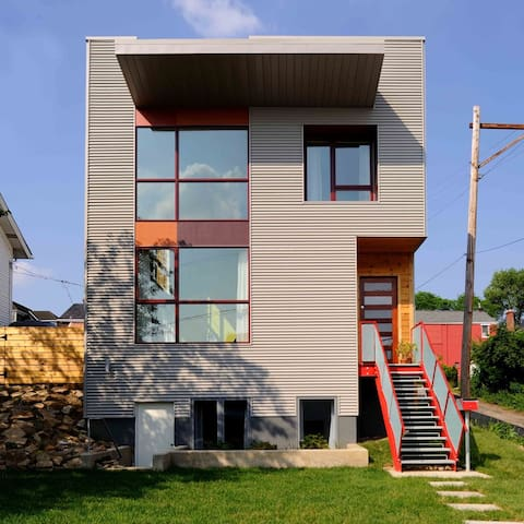 Modern Love Apartment - Heart of Lawrenceville!