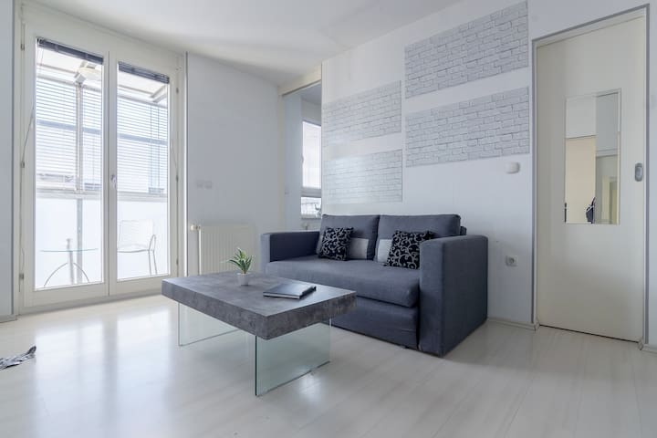 All White City Centre Apartment