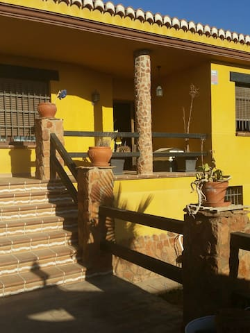 Habitación amplia,relax,en el campo - Las Gabias - บ้าน