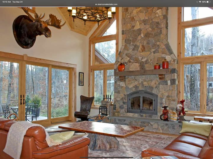 Luxury ski house on Okemo,  4 min walk to trail!