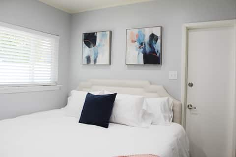 Fresno's Tower District Deluxe Suite For Four