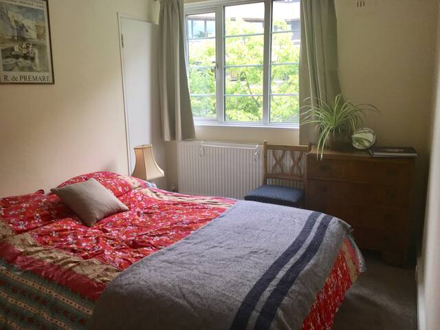 Comfortable and convenient Art Deco double room