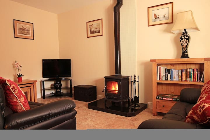 Court Yard House, Rosegarland Estate, Wellingtonbridge, Co.Wexford - 2 Bed - Sleeps 3 - Wellingtonbridge