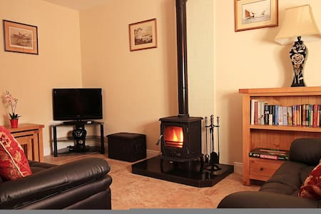 Court Yard House, Rosegarland Estate, Wellingtonbridge, Co.Wexford - 2 Bed - Sleeps 3 - Wellingtonbridge - Hus