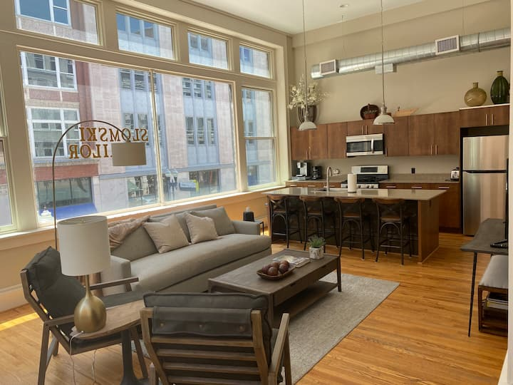 Urban 2 Bedroom Apt. in the heart of Knoxville