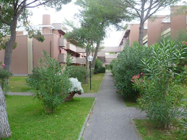 Bilocale con terrazza e giardino Marina di Bibbona