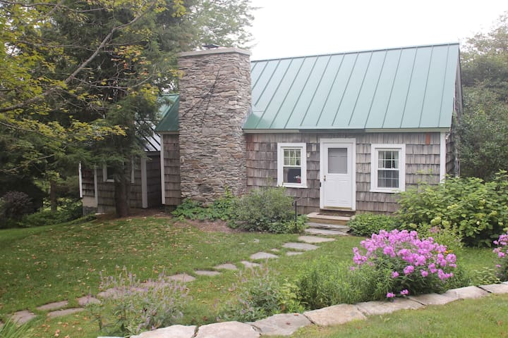 Cozy Handmade Home - Skier's Retreat - Londonderry