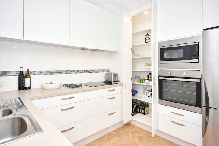 Brand new, fully appointed kitchen