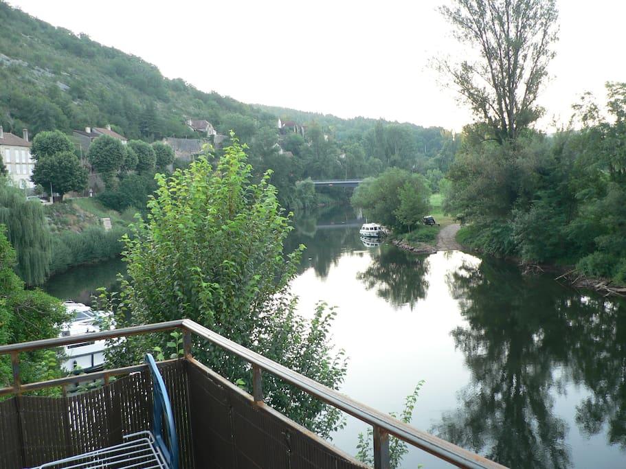 De la terrasse, vue sur le Lot et les bateaux...