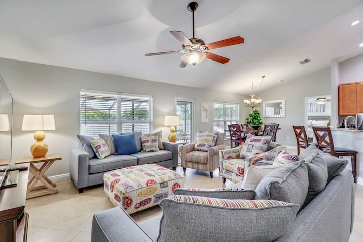 Stunning, Newly Remodeled, Everything Brand New SW Cape Coral Retreat, Solar Heated Pool, Free WiFi