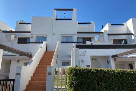 Beautiful and Modern 2 bedroom Apartment