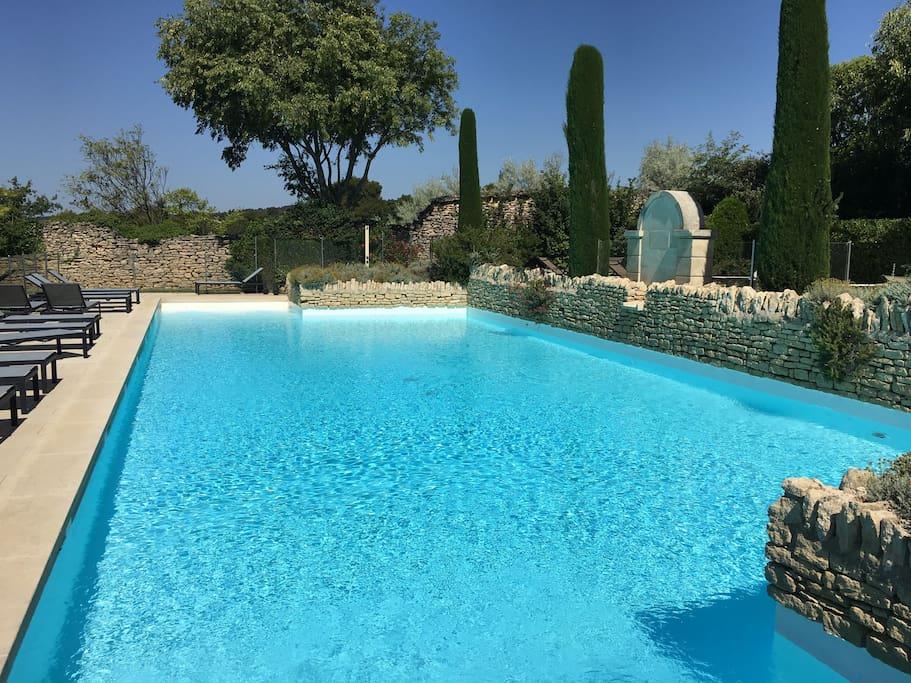La piscine partagée (17m x 9m)