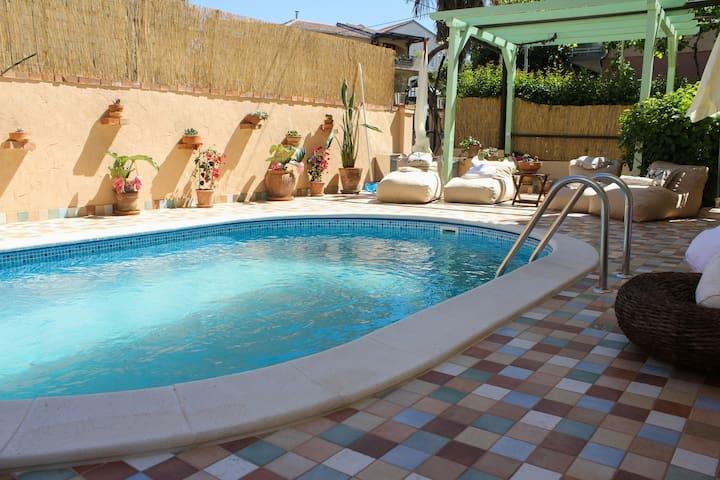 Villa apartman Lara Lavender  s bazenom
