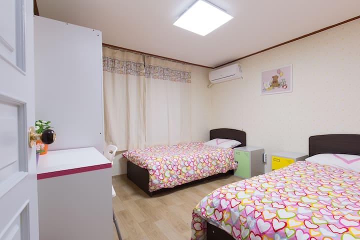 Nice and clean double room @hongdae