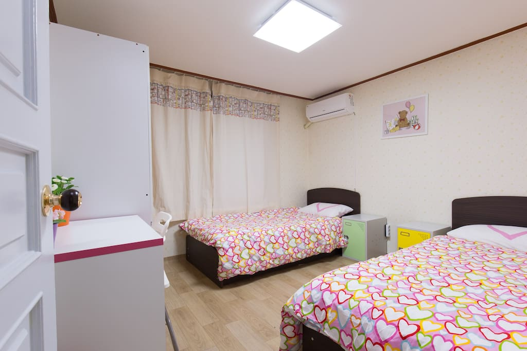 Nice and clean double room hongdae chambres d 39 h tes for Chambre d hotes nice