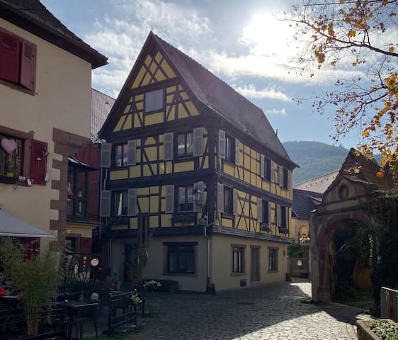 3. Centre de village au coeur de la route des vins