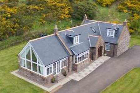 Lilybank Self Catering Luxury Cottage - Saint Cyrus - House
