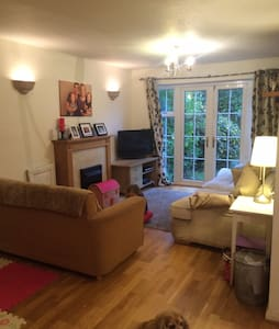 Large family home in Cobham - Cobham - Casa