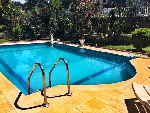 Özel Havuzlu Bahçeli Verandalı Tam Müstakil Villa
