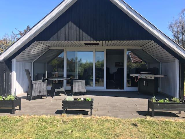 Sommerhus ved fjorden