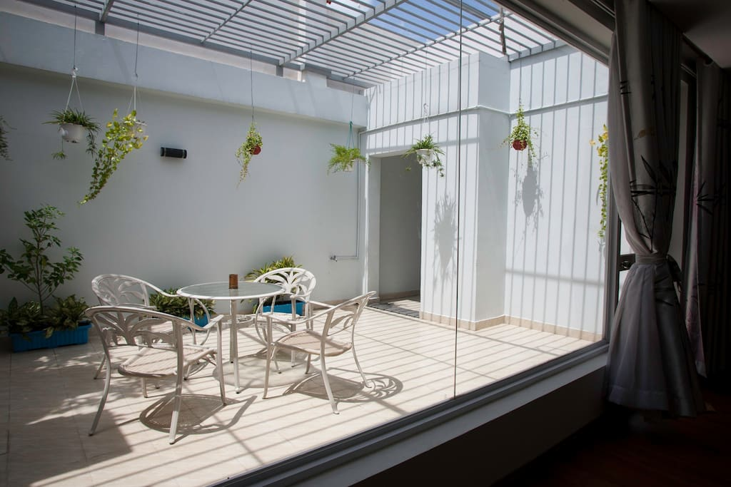 Unit 1 - River View Penthouse on 20th fl: Our garden on the balcony is a great hangout place