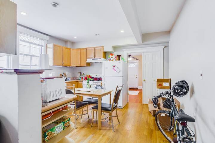 Cozy private room near Harvard - Somerville - House