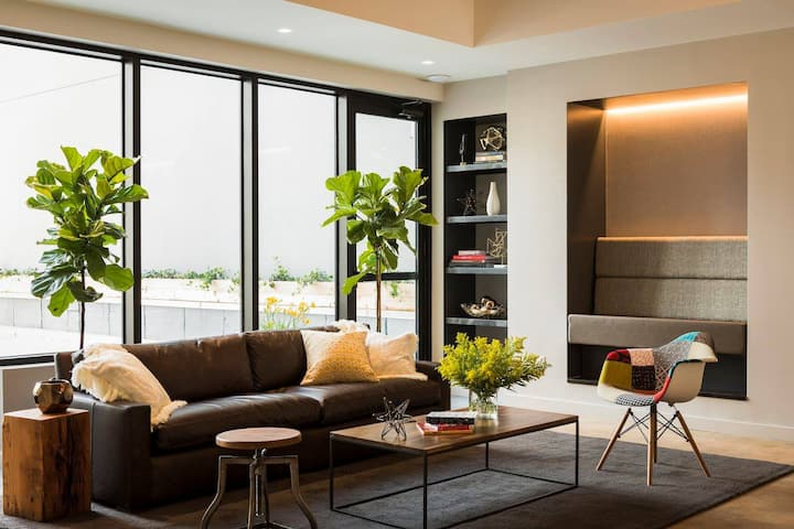 Beautiful and Cozy Room in a modern building