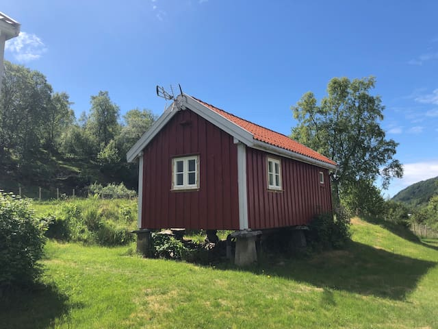"Norwegian ""stabbur"" transformed to suite (>3 days)"