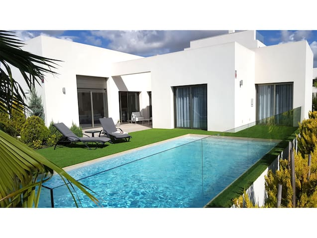 Luxury villa outside Torrevieja
