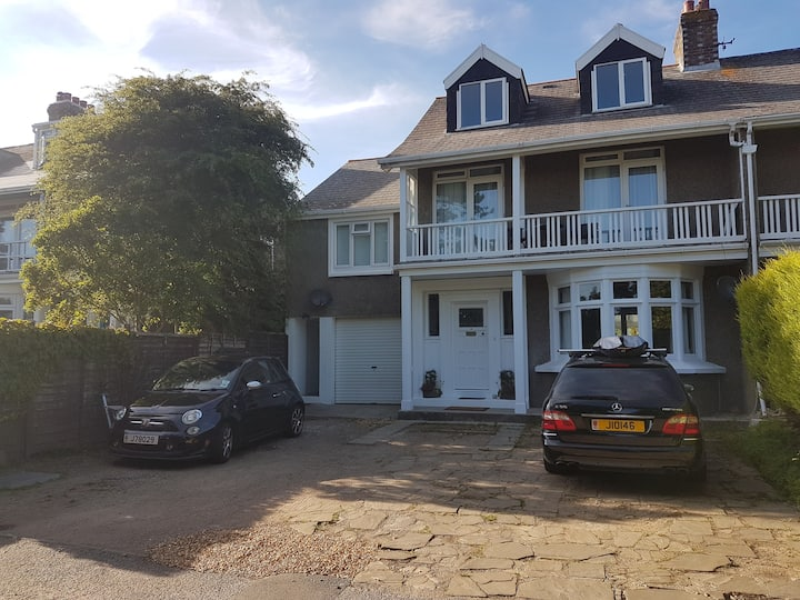 Entire Apartment - Close to St. Helier town