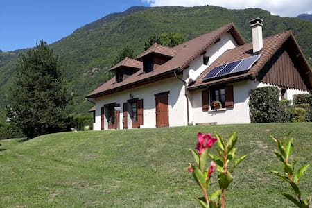 Chambre dans villa entre lacs et montagnes
