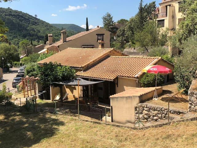 Maison avec jardin 100 m lac d'Esparron de verdon