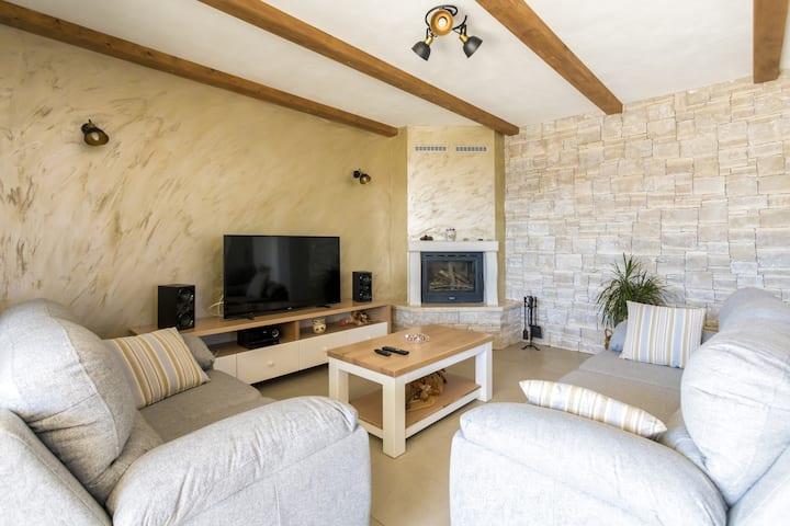 Blue Sky Luxury Villa with pool - Three bedroom 8 pax villa with pool