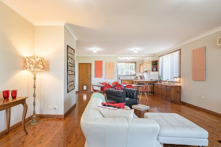 Spacious 3 bed house central Wollongong