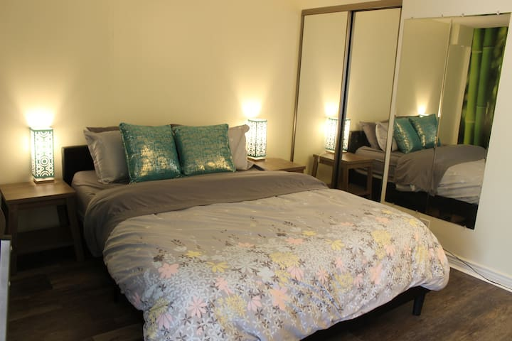 Hip, Tranquil Condo in the Center of Waikiki