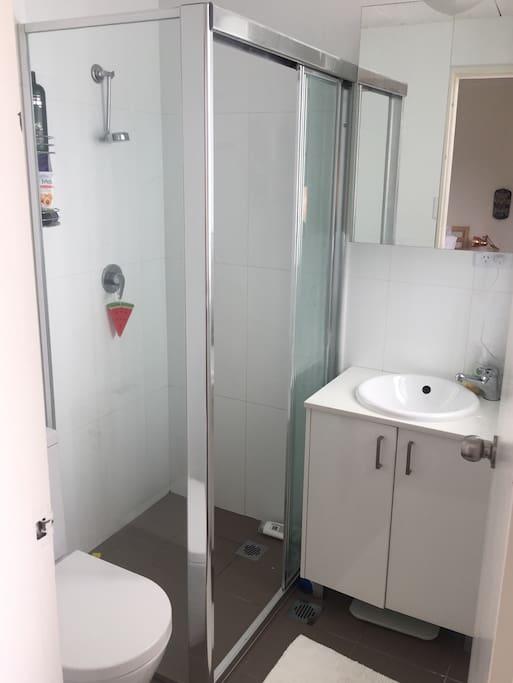 Énsuite bathroom