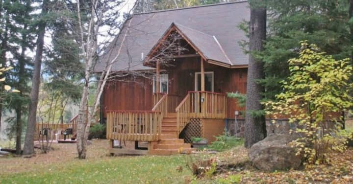 Riverfront Hungry Horse House - Large Deck & Canoe