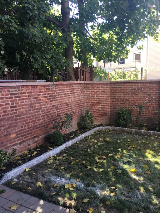 Fully fenced/walled private yard