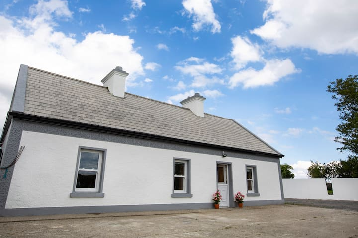 Mary's Cosy Cottage on the Wild Atlantic Way