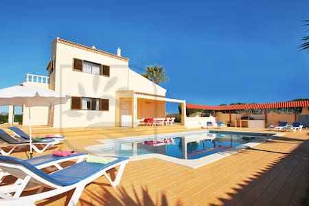 CHARMING 4 BED VILLA W/ PRIVATE POOL, WI-FI - Pêra - Hus