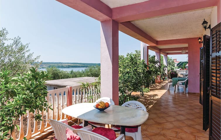 Holiday apartment with 1 bedroom on 67m² in Posedarje