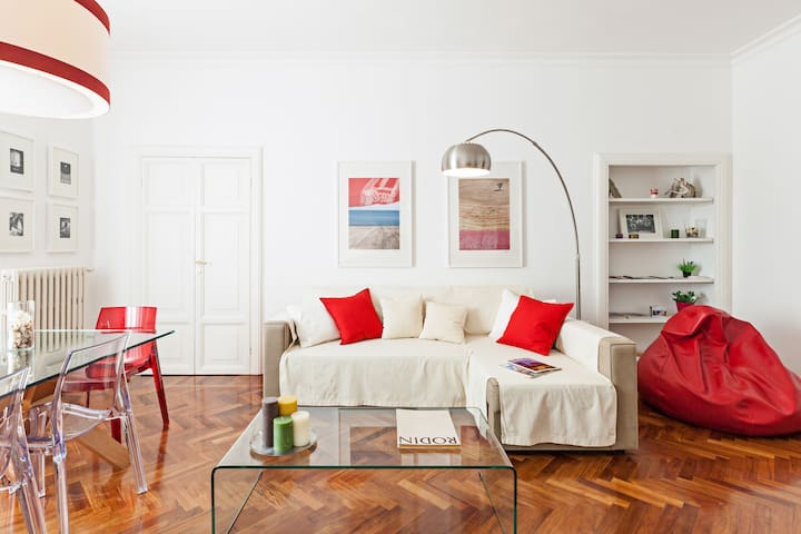 17th Century Meets Modern Luxury in a Bright Flat
