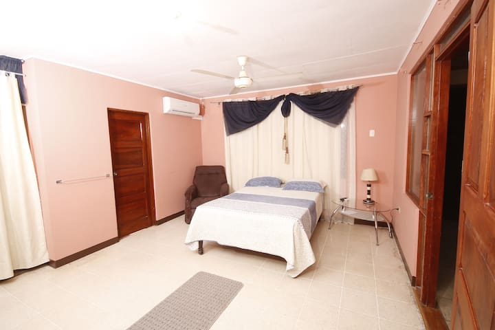 Room & Studio - Cuidad Blanca, Family and Sun - Liberia - Hus