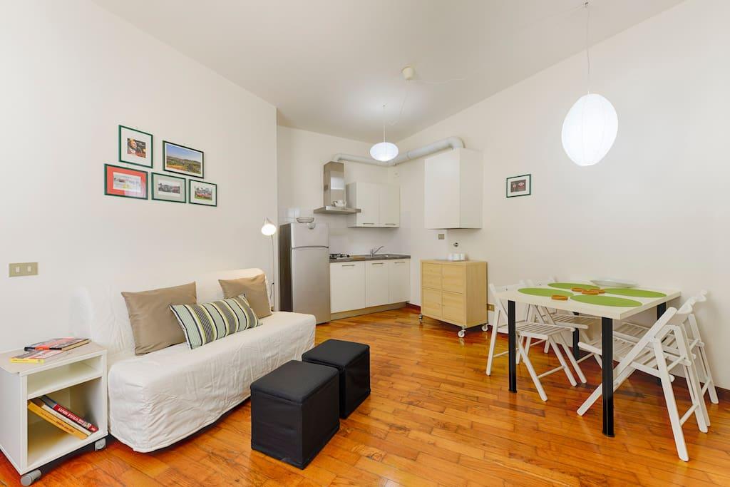 Grazioso studio in centro free wi fi appartamenti in for Appartamenti arredati modena